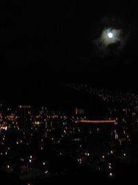 今夜は満月のはず...