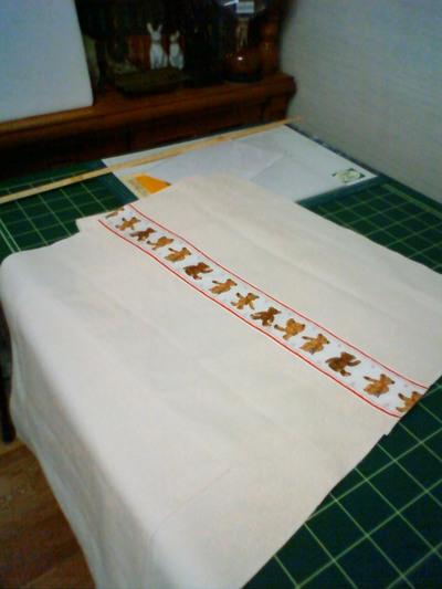テディベアのテープを縫い付けてみました。