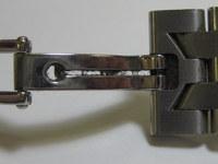 腕時計の金属ベルトを洗う