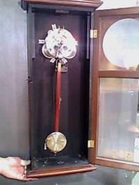 手巻きの掛時計・置き時計