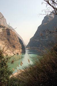 雲南省の景勝地 「虎跳峡」